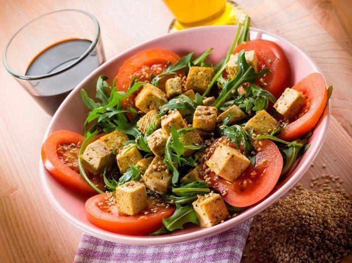 ¿Qué es una dieta vegana y para quién es apropiada?