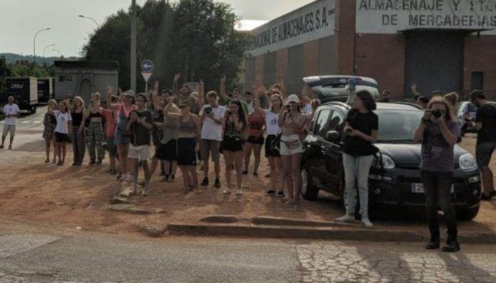 Más de 10 activistas en huelga de hambre delante de OsVaca Carns en Sabadell