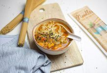 Sopa de miso vegana con noodles gluten-free