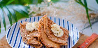 Crêpes de espelta con mantequilla de cacahuetes