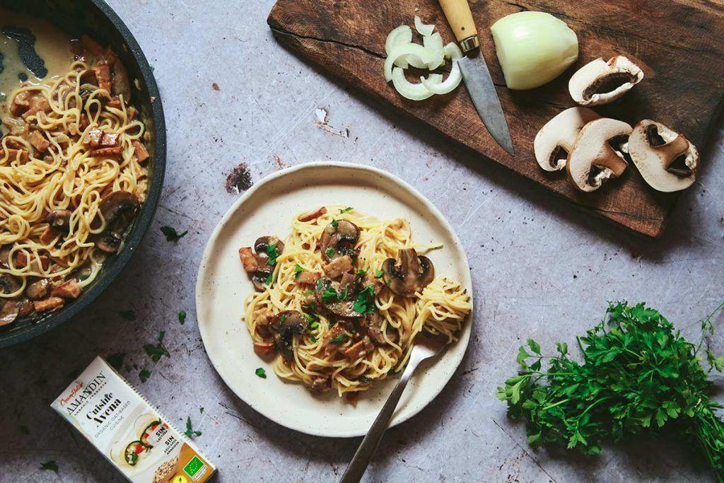 Receta: Pasta con portobellos y tempeh con crema de avena