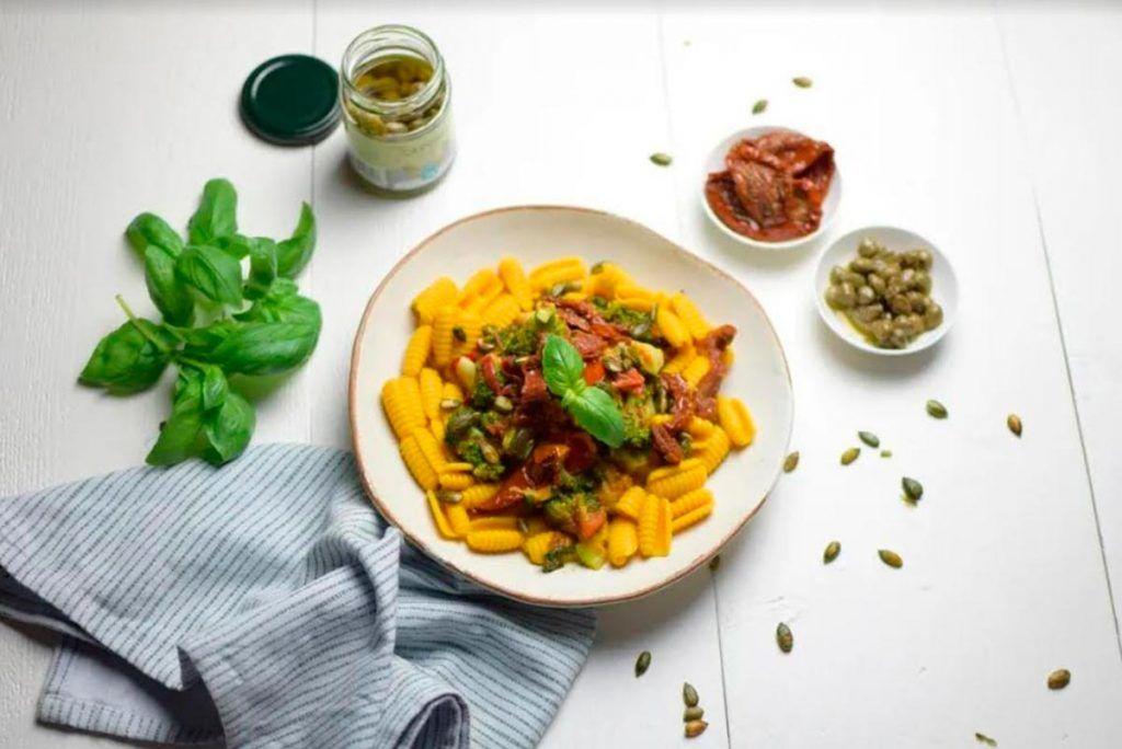 Receta: Gnocchetti de cúrcuma con tomate
