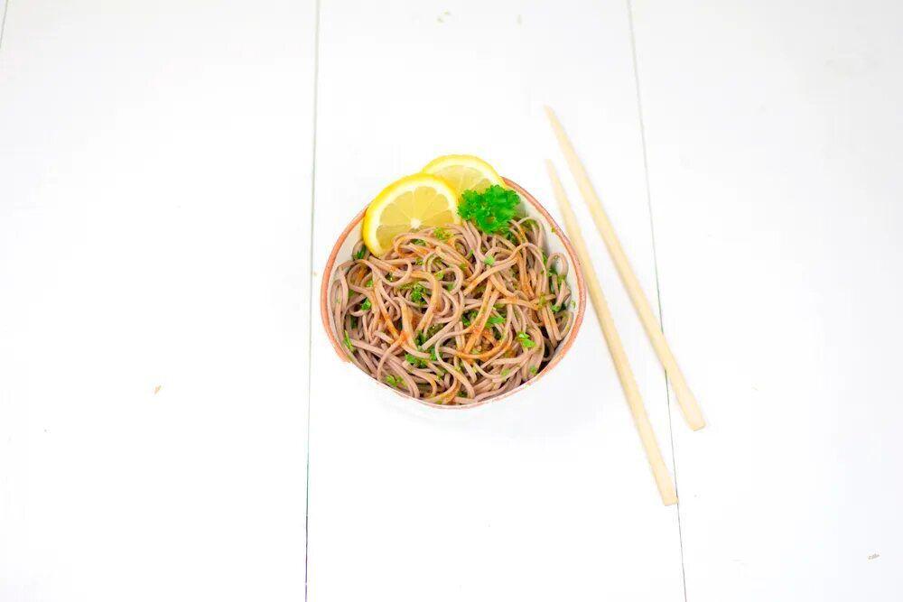 Receta: fideos soba con salsa de soja y jengibre fresco