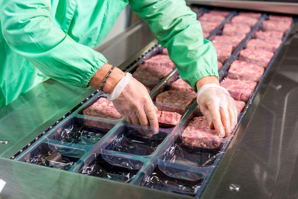 Las fábricas de envasado de carne provocan un aumento en la tasa de infección por COVID19