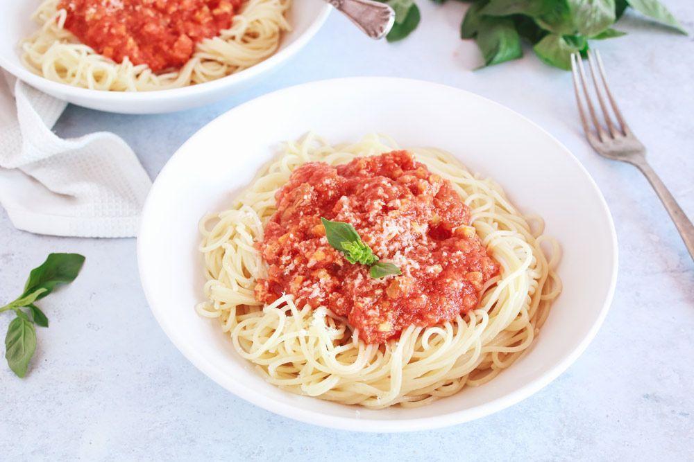 pasta con salsa boloñesa de tempeh