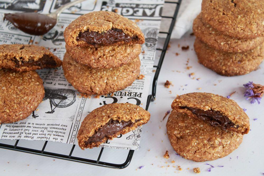 cookies veganas rellenas de crema de algarroba